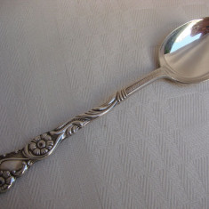 Impresionanta lingurita suedeza din alpacca prevazuta pentru sos