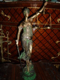 Statueta, sculptura din bronz masiv reprezentand Justiția