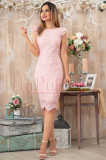 Rochie conica de seara din dantela roz cu volane