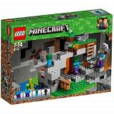 LEGO Minecraft Pestera cu Zombi 21141