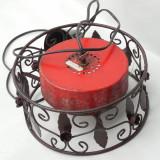 Cumpara ieftin ABAJUR VECHI DE LAMPA - CONFECTIONAT MANUAL DIN FIER - POATE FI RECONDITIONAT