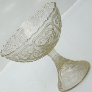 SUPERBA FRUCTIERA VECHE REALIZATA DIN STICLA - CU MODELE IN RELIEF - ANII 1920
