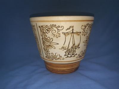 Jardiniera veche de ceramica pictata manual foto