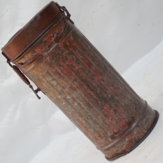 CUTIE GERMANA PENTRU MASCA DE GAZE - DIN TABLA - VECHE WWII - STARE BUNA