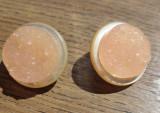 Cercei clips sidef alb si imitatie cristale roz-piersica