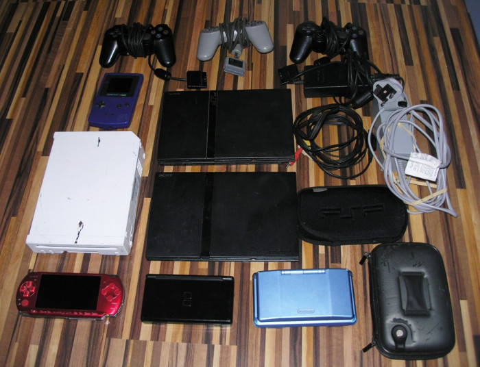 Lot 7 console defecte si functionale: Nintendo Game Boy, Wii, PSP, PS2 foto mare