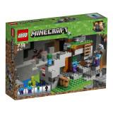 LEGO® Minecraft™ - Pestera cu zombi (21141)