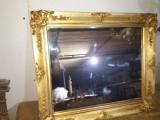 Oglinda cu rama de lemn