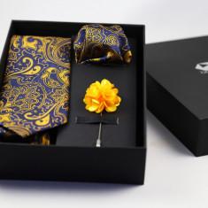 Cadou Barbati Set Cravata Batista Pin Floral Galben Bluemarin