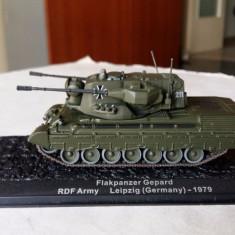 Macheta tanc FLAKPANZER GEPARD GERMANY 1979 + revista scara 1:72