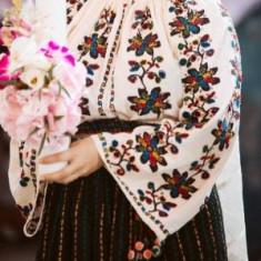 Costum popular din colectia personala compus din ie cusuta cu margele si valnic, S/M, Din imagine