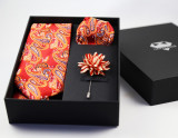Cadou Barbati Set Cravata Batista Pin Floral Rosu Galben Paisley Gent's Club