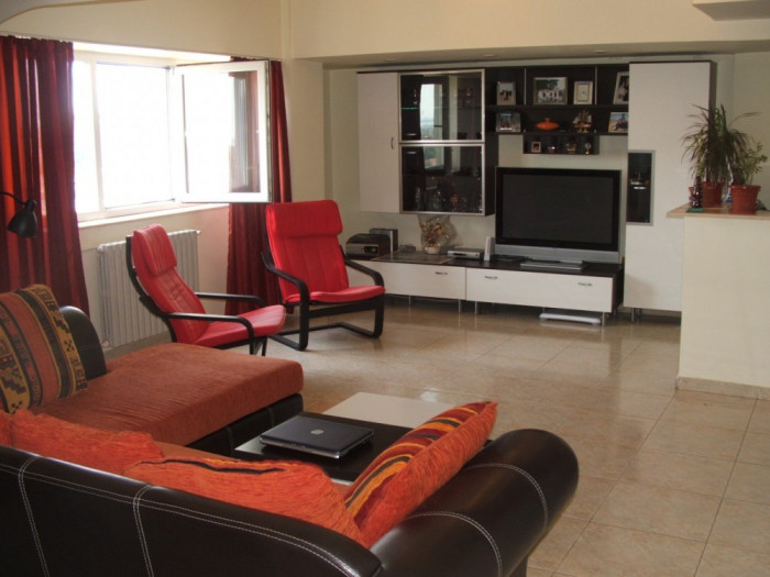 Persoana fizica vand apartament 3 camere decomandate in zona Billa, Constanta