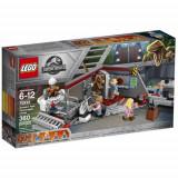 Set de constructie LEGO Jurassic World Urmarirea Velociraptorului din Jurassic Park