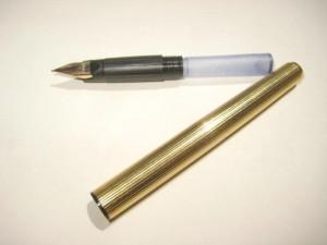 Stilou Waterman C-F cu sigla, placat aur, penita aur stare buna.