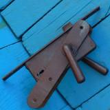 BROASCA / INCHIZATOARE / CLANTA VECHE TARANEASCA CU SILDURI - FACUTA DIN FIER