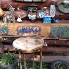 2 Elemente pictate dintro  banca saseasca