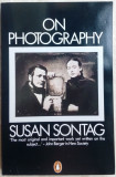 SUSAN SONTAG - ON PHOTOGRAPHY (ESSAYS, 1971-1977) [PENGUIN BOOKS, 2004 / LB ENG]