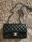 Vand geanta mini Chanel Originala