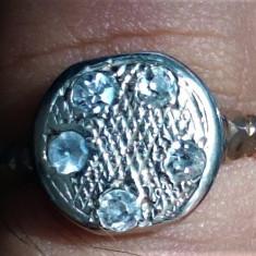 Inel aur nemarcat 14 k 2,4 grame cu  5 diamante conform pozelor