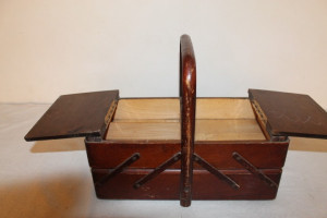 cutie veche din lemn
