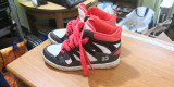 Adidasi copiiNr. 30 (Gab), Din imagine