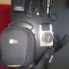 Olympus PEN E-P3 cu 14-42, foarte puțin folosit, geanta, filtre, accesorii noi