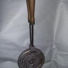 Forma veche de prajituri din perioada Ceausista,matrita veche nuci,Tp.GRATUIT