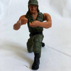 Figurina plastic soldat, 7cm, nemarcat, mobil din mijloc si din umeri
