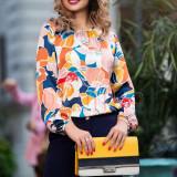 Bluza lejera Pretty Girl din saten cu imprimeu floral viu colorat