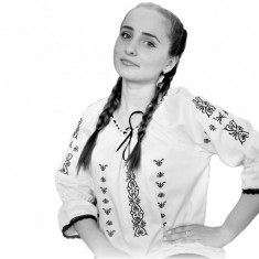 IE romaneasca Dama Broderie Motive Populare