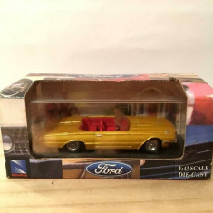 Macheta masinuta metal Ford Thunderbird 1966, in cutia originala, 1:43, colectie