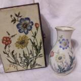 Set cutie pictata si vaza din portelan de Bavaria