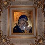 Icoana pe sticla Maica Domnului cu pruncul - foita de aur