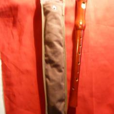 Fluier din lemn in etui original textil, L= 32, 6 cm
