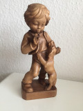 Statuie din lemn copilul cu cainele model deosebit