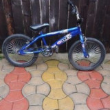 Bicicleta BMX aproape noua