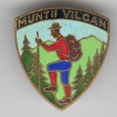 Insigna TURISM, ALPINISM & DRUMETIE - MUNTII VILCAN - SUPERBA