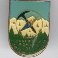 Insigna TURISM & DRUMETIE - FEDERATIA ROMANA de TURISM ALPINISM, SUPERBA