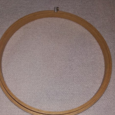 Rama rotunda gherghef, diametrul 18 cm - Broderie
