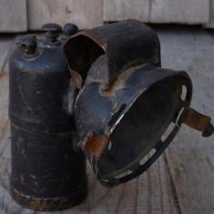 LAMPĂ MICĂ DE BICICLETĂ PE CARBID, FĂCUTĂ DIN BRONZ, VECHE PERIOADA INTERBELICĂ! - Metal/Fonta