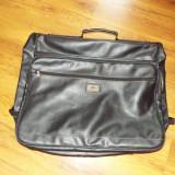 geanta voiaj pentru costum