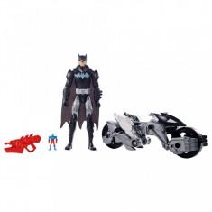 Set de joaca Batman Figurina Robot si Motocicleta 2 in 1 Liga Dreptatii