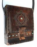 Superba geanta de umar, poseta, borseta hippie lucrata manual in piele, Geanta stil postas, Maro