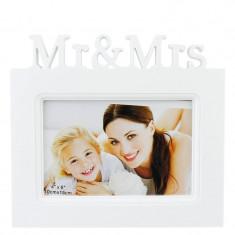Rama foto Mr&Mrs, format foto 10x15, dimensiune 19x17 cm