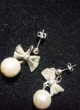 cercei vechi model fundita argintata si bila perla,bijuterii vintage,T.GRATUIT