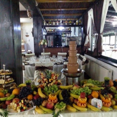 Fantana De Ciocolata si Barul de Fructe - Decoratiuni nunta