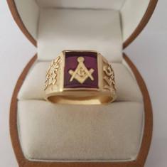 Inel Masonic din aur cu rubin