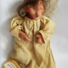 Inger personalizat ceramica, haine panza, expresiv, ciudat, cu o aripa franta