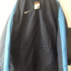 Geaca originala Nike Team Stadium Jacket royal-blue,groasa, ideala pt.sportivi.